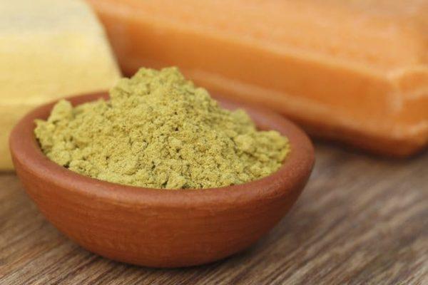 зеленая глина в миске
