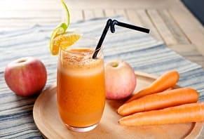 яблочно-морковный коктейль