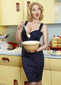 умелая хозяйка на кухне