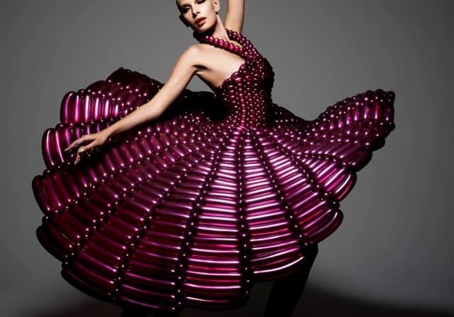 дизайнерское платье из воздушных шаров
