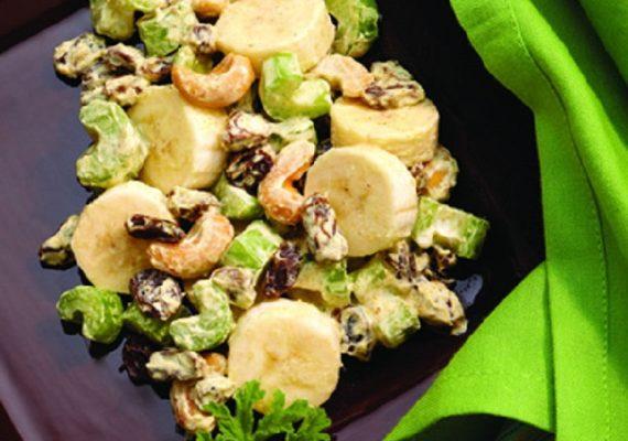 несладкий банановый салат