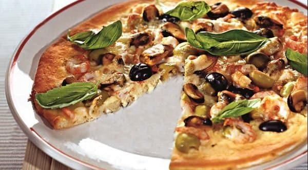 домашняя пицца с дарами моря