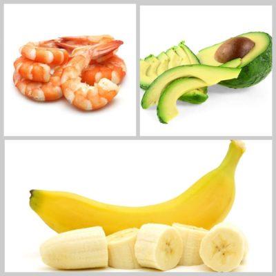 салат с бананами, креветками и авокадо