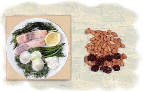 салат с черносливом и лососем