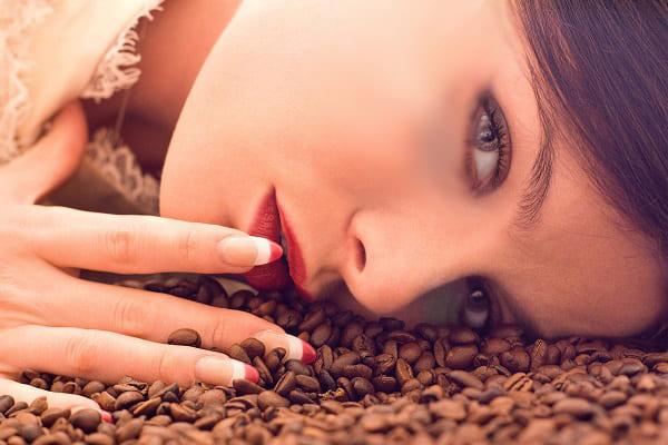 кофейная гуща от темных кругов под глазами
