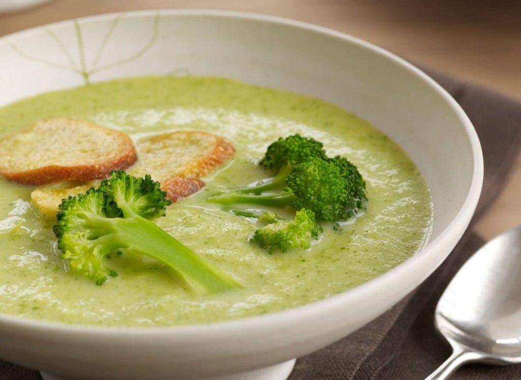 холодный летний суп с брокколи и сыром