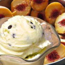 летние десерты с фруктами и мороженым