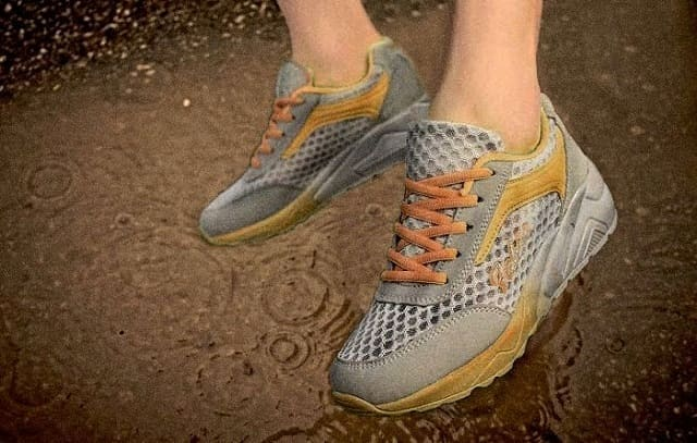 как быстро высушить мокрые кроссовки