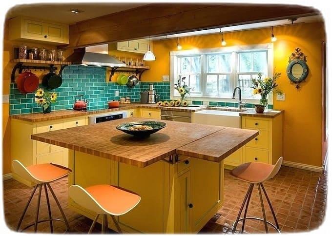 разноцветные стулья на кухню