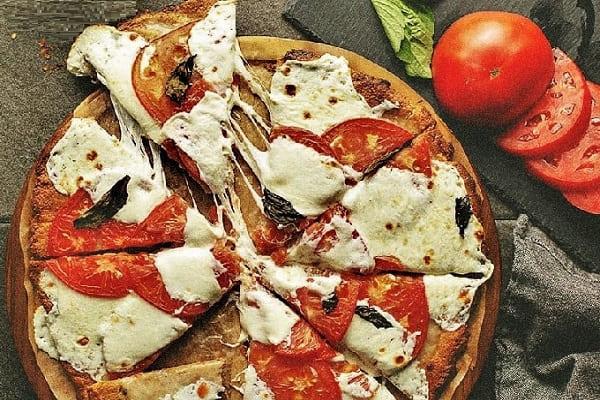домашняя сырная пицца, безглютеновая пицца