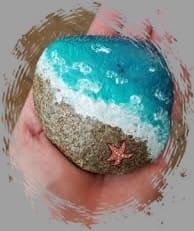расписанный камень