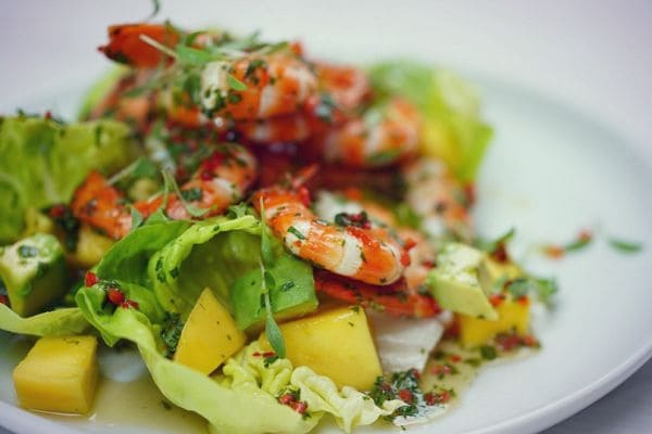 легкие салаты на праздник, легкий салат с ананасом