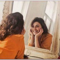 привлекательность, женщина в зеркале, оценка внешности